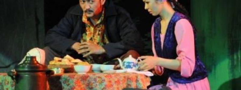 """""""Қызыл орамалды шынарым"""" екі бөлімді драма"""